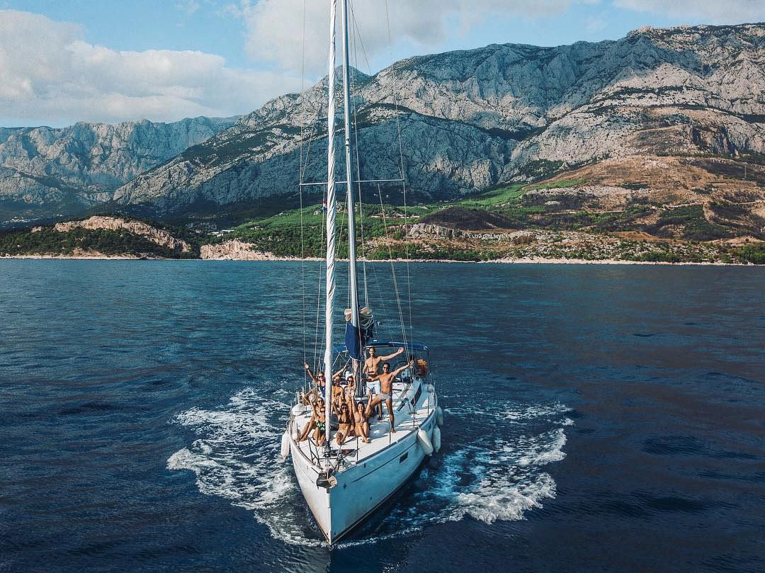 6 hours Sailing Tour in Barcelona